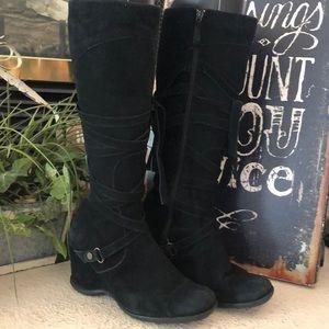 Michael Shannon black suede boots